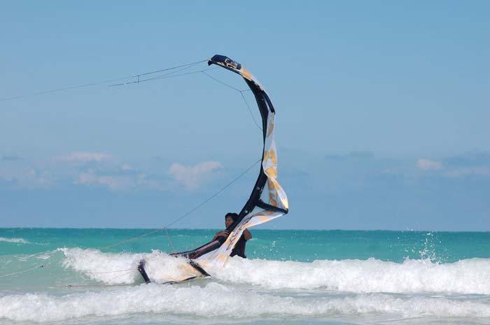 Kitesurfen lernen: Starten und Landen eines Kiteschirmes