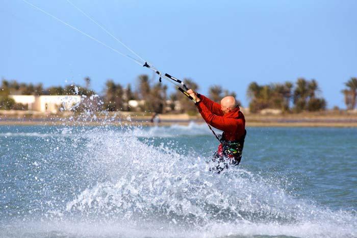 Kitesurfen lernen: Unhooked Frontroll beim Kiten