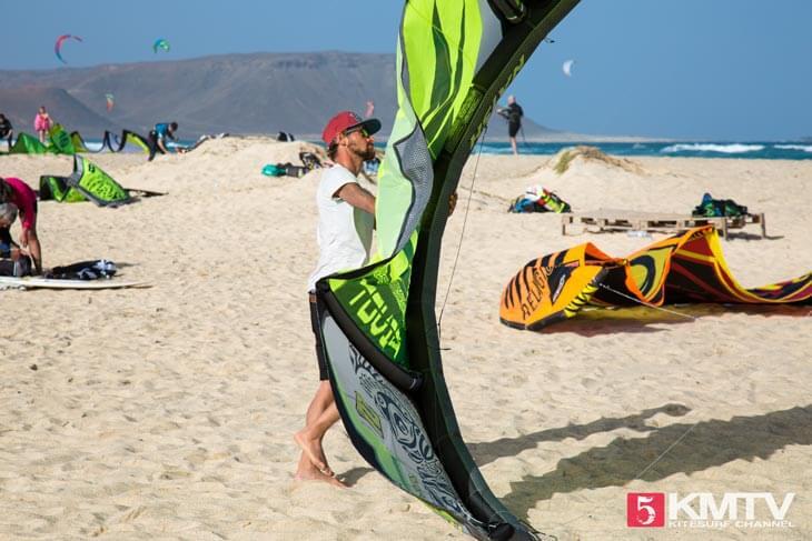 Starten und Landen am Kitebeach - Kitereisen und Kitesurfen Sal Kapverden