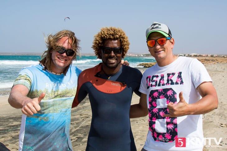 Maik und Denis mit Mitu Monteiro - Kitereisen und Kitesurfen Sal Kapverden