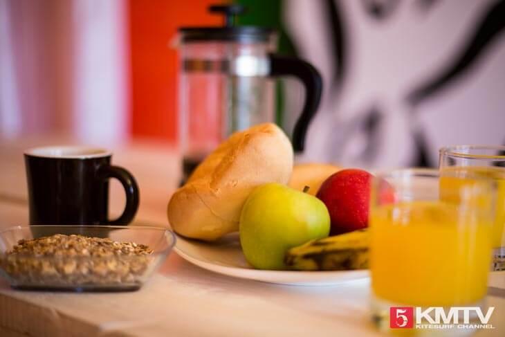 Frühstück im Kite House - Kitereisen und Kitesurfen Sal Kapverden