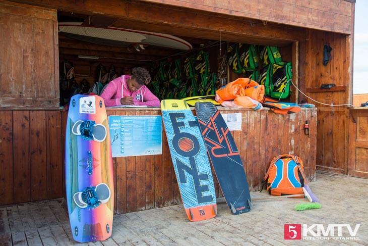 Mitu & Djo Kitesurf School - Kitereisen und Kitesurfen Sal Kapverden