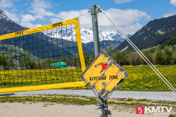 Volleyball Feld Kitestation – Kitereisen Reschensee by kitereisen.tv