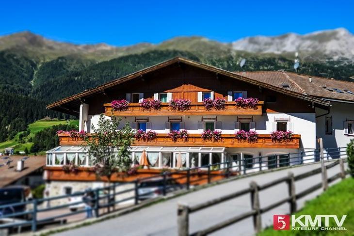 Hotel Etschquelle – Kitereisen Reschensee by kitereisen.tv