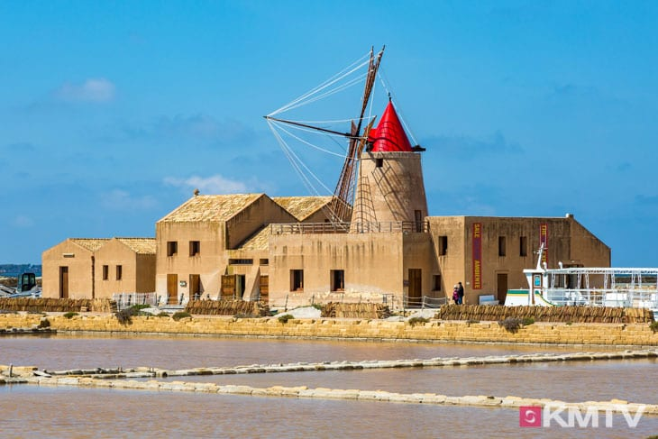 Windmühlen - Lo Stagnone Sizilien Kitereisen und Kitesurfen