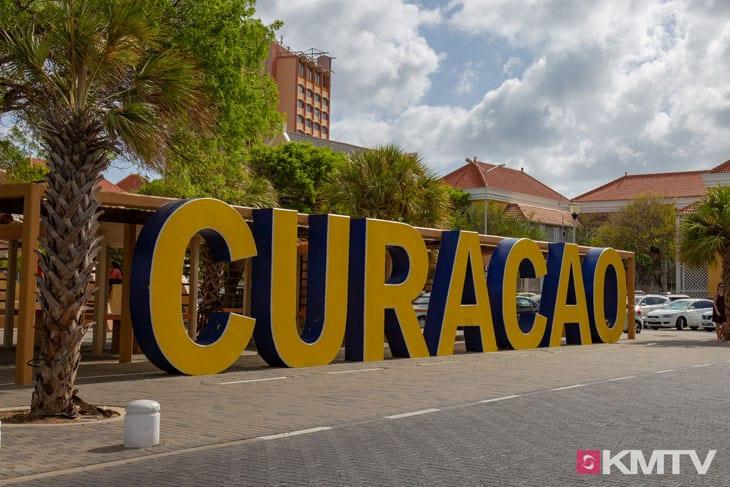 Buchstaben - Curacao Kitereisen und Kitesurfen