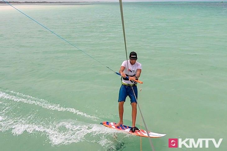 Schwebefahrt - Foilen lernen beim Kiten