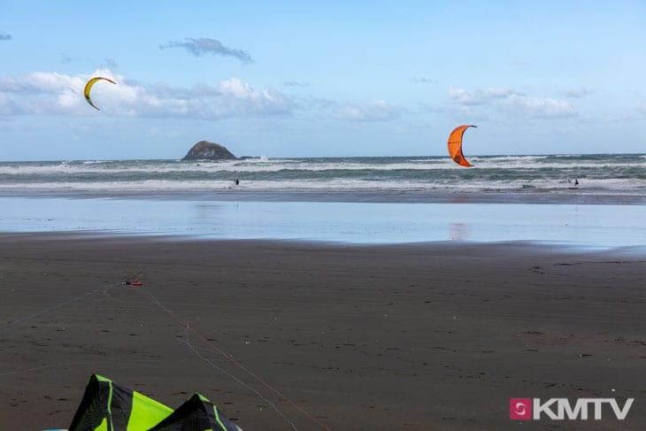 Kitespot Muriwai - Auckland Kitereisen & Kitesurfen